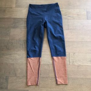 Outdoor Voices 3/4 dipped leggings